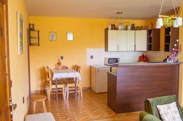Apartmán kuchyňa jedálenský kút